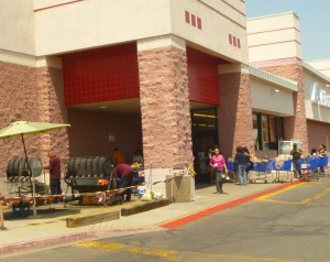 Chileheads Line Up for Roasting at the Albertson's on Rio Bravo in Albuquerque's South Valley.