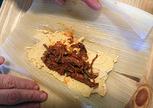 filling-a-tamale