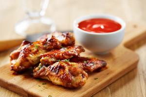 Chicken wings with sriracha sauce