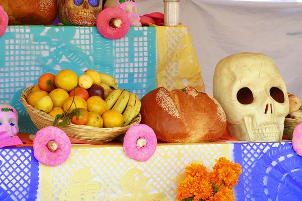 skull_bread_and_fruit